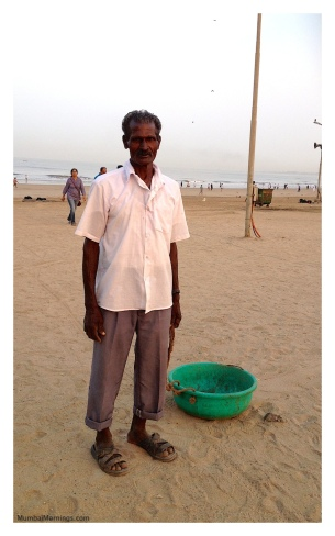 Mumbai-Mornings-Juhu-Beach-Cleaner